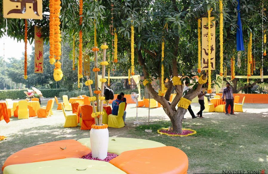 outdoor bridal picture ideas - Gorgeous Mehendi Sangeet at Madhuban Resort Anand My